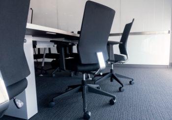 Como fazer a limpeza de carpetes de escritórios